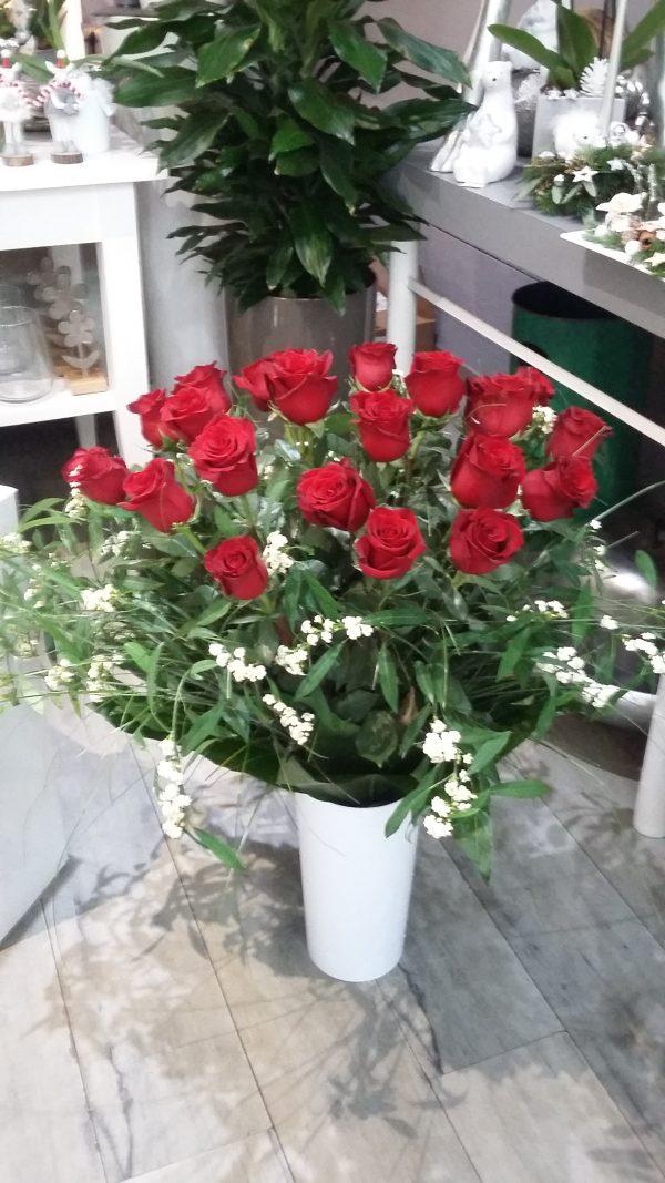 Bousuet longues tiges de roses et fleurettes
